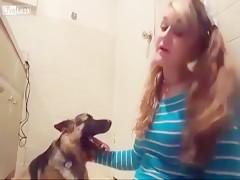 Mary y su perro a pura zoofilia